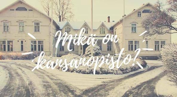 Talvinen kuva Varsinais-Suomen Kansanopistosta. Opiston kuvan päällä teksti: Mikä on kansanopisto?